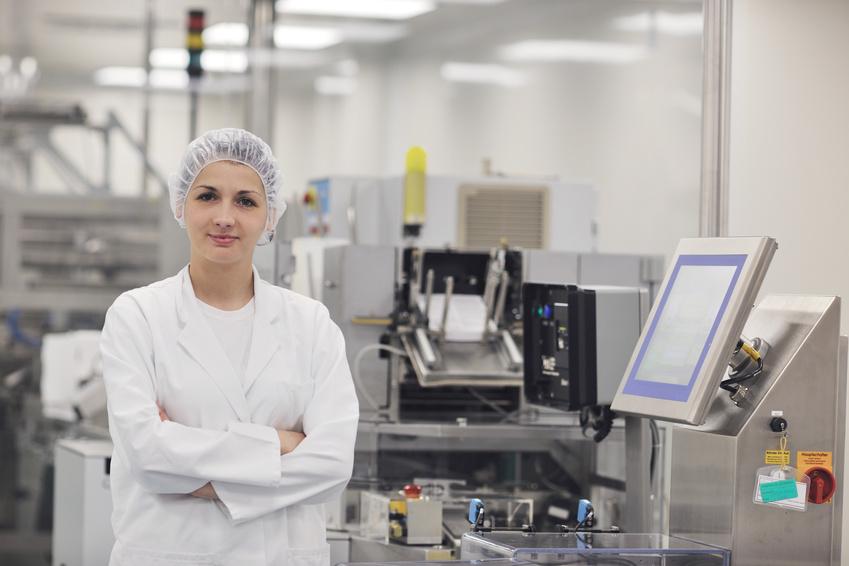 (DE) Mitarbeiter der pharmazeutischen Lohnherstellung Aakamp